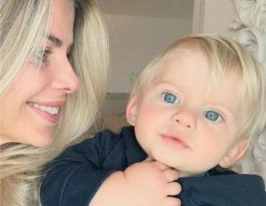 Karina Bacchi e seu filho Enrico
